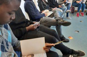 Joves al projecte Porta D'accés de Fundació SERGI