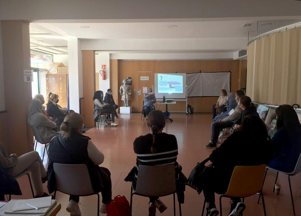 Primera trobada de persones que fan treball de cures i de la llar a Castell-Platja d'Aro