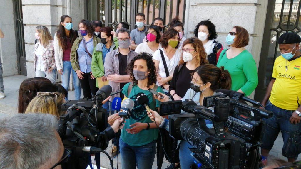 Manifestació pel col·lapse a l'oficina d'estrangeria a Girona
